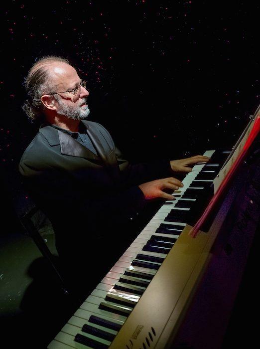 pablo-zinger-at-piano